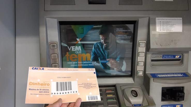 Deposito no caixa eletrônico da Caixa